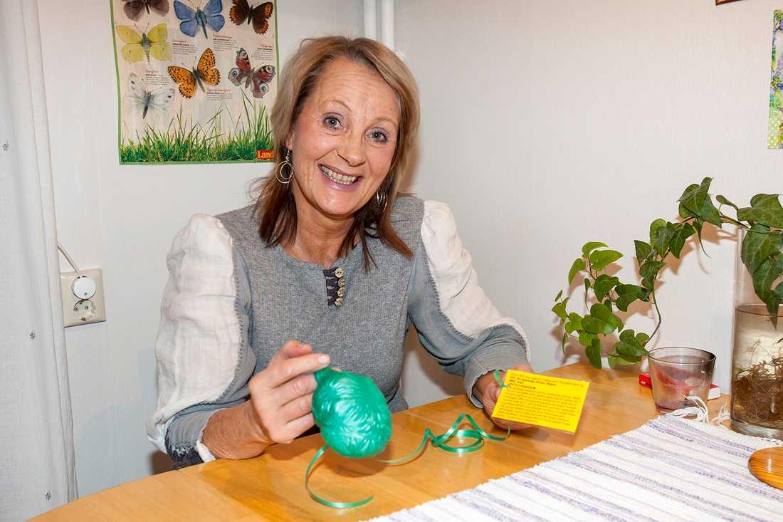 Lena Jönsson hittade ballonger från en begravning i England - när hon plockade svamp.