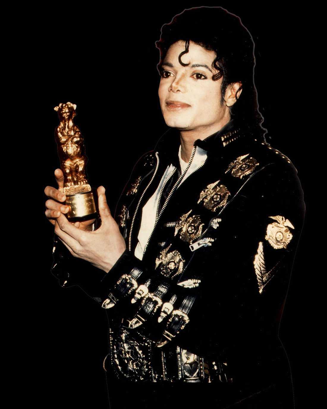 Michael Jackson sällade sig till den exklusiva skara av artister som kan ställa upp en rockbjörn hemma i bokhyllan när han vann sin nalle 1988.