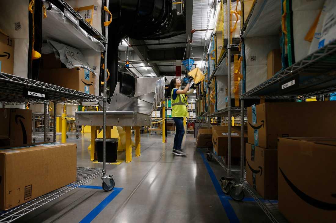 Amazon blev en av pandemins stora vinnare. De anställda blev förlorarna - 20 000 av lagerarbetarna i USA fick covid-19.