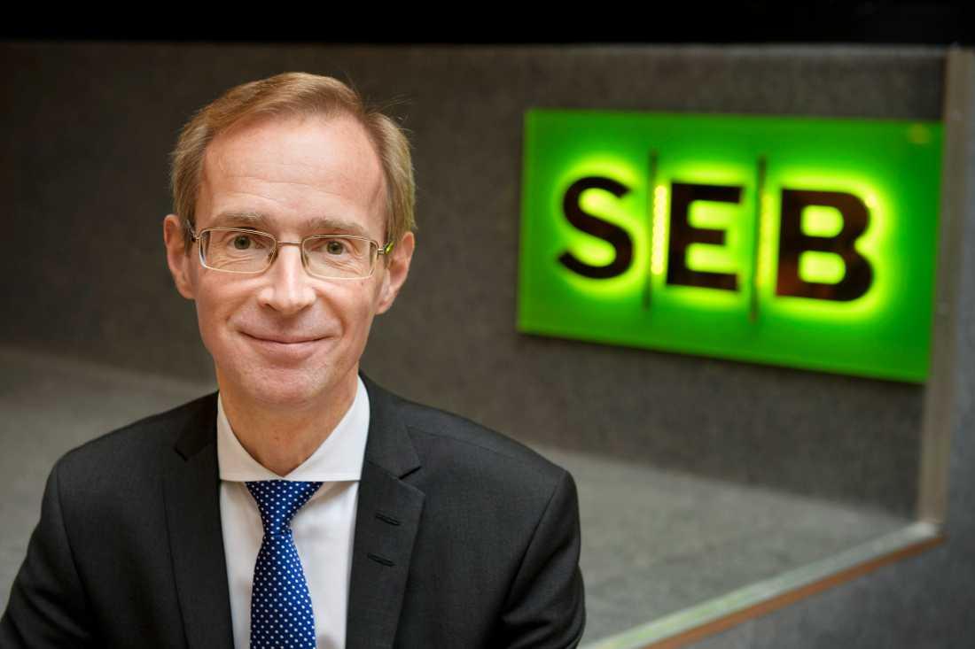 SEB, med chefsekonomen Robert Bergqvist, sänker tillväxtprognosen för svensk ekonomi. Arkivbild