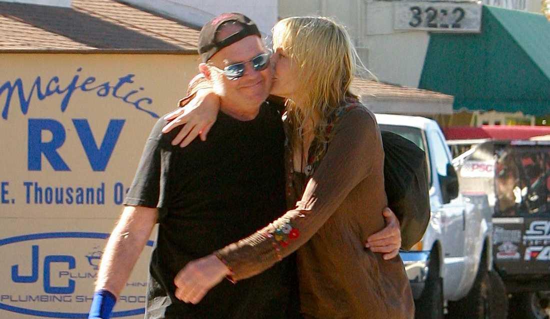 Daryl Hannah och Neil Young vid ett tidigare tillfälle