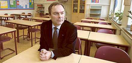 Folkpartiet med Jan Björklund i spetsen vill ta till hårdare tag i skolan utan att egentligen tillföra de resurser som krävs.