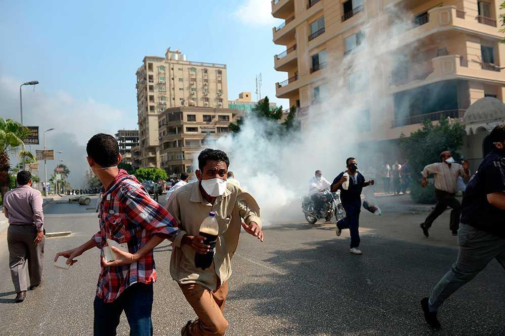 Mursianhängare flyr undan regeringsstyrkorna.