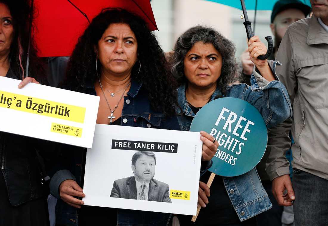 Taner Kilic, ordförande i Amnestys turkiska sektion, riskerar 15 års fängelse på anklagelser som Amnesty hävdar är helt ogrundade.