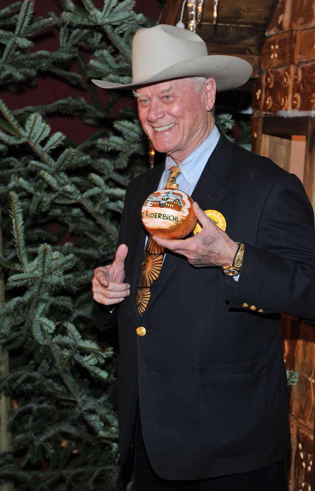 """J.R ÖPPNAR JULEN """"Dallas""""-stjärnan Larry Hagman öppnar en julmarknad i Österrike."""
