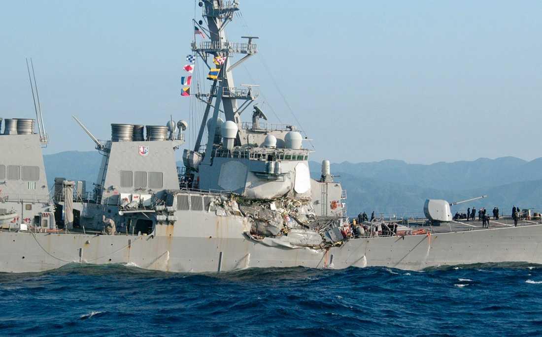 Amerikanska stridsskeppet USS Fitzgerald krockade med ett filippinskt handelsfartyg.