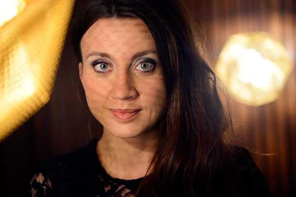 LIVET ÄR EN LÄSFEST Böckerna är Camilla Läckbergs egen sedelpress. 2011 tryckte den ur sig 12,5 miljoner kronor rakt ner i hennes handväska.