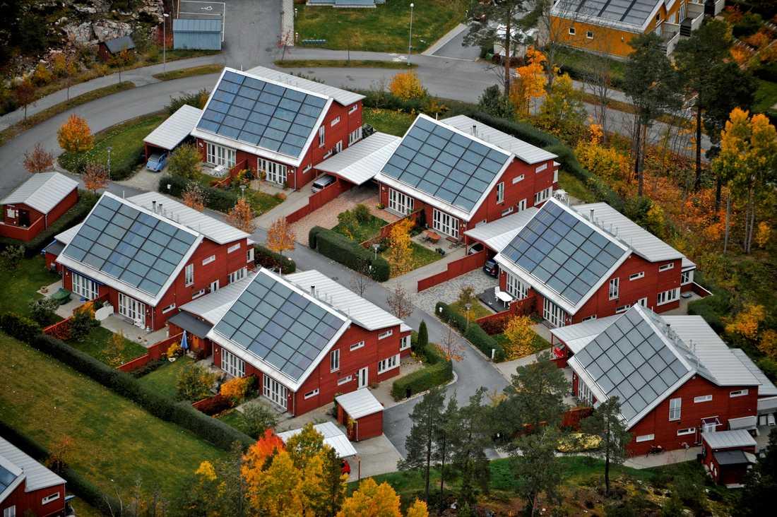 Solpaneler kan enligt en ny rapport slå ut jordfelsbrytare. Arkivbild.