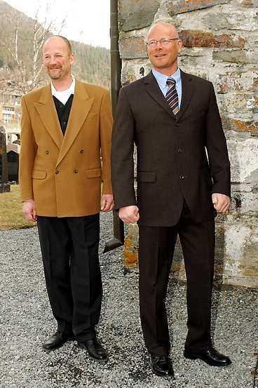 Brudgummen Hans Fahléns bröder Anders och Lasse kom tidigt till Åre gamla kyrka.