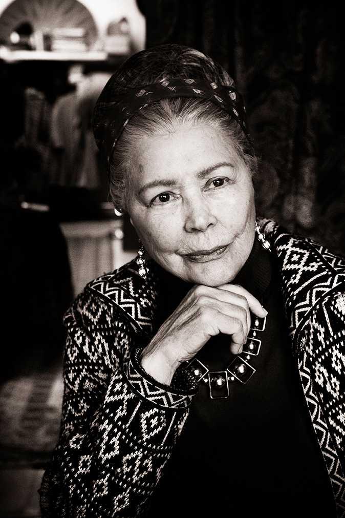 Mars - Harriet Andersson Det där uppfordrande draget hos Simone de Beauvoir. Som om det gick att nå fram. Som om samhället gick att förändra. Som om litteraturen inte kan vara skild från frågan hur. Hon gick inte med på att utesluta skönheten, hennes filosofi är litteratur. Och man föds aldrig till kvinna. Man blir en.