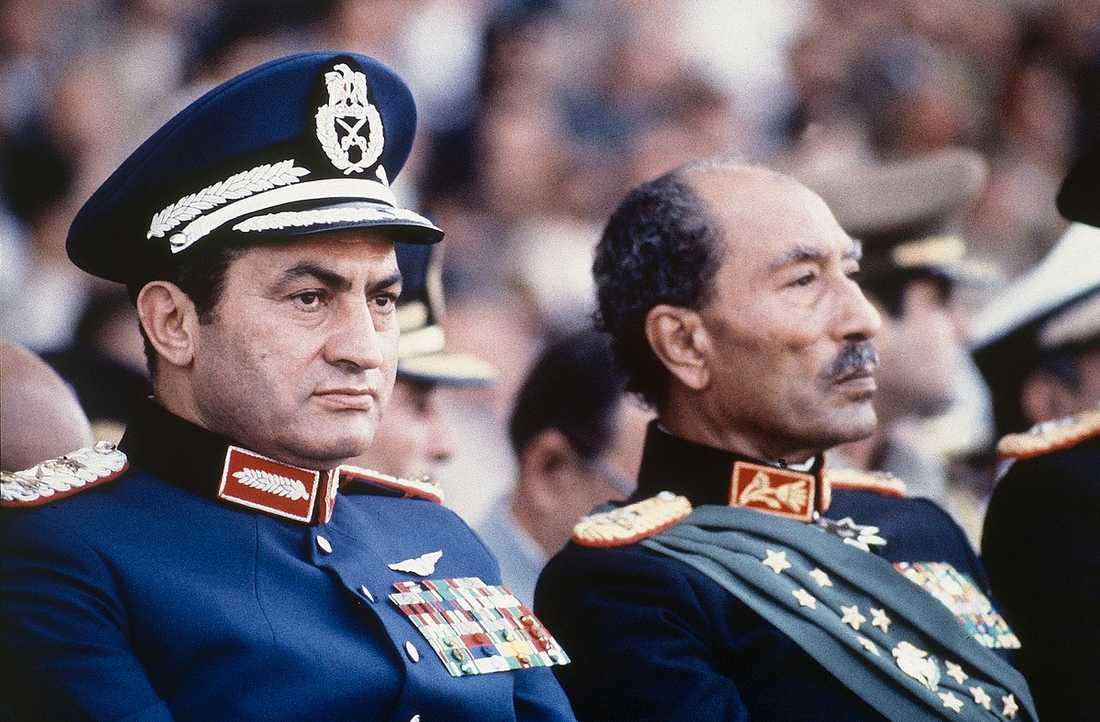 1981 tog dåvarande vicepresidenten Hosni Mubarak makten när presidenten Anwar Sadat sköts till döds.