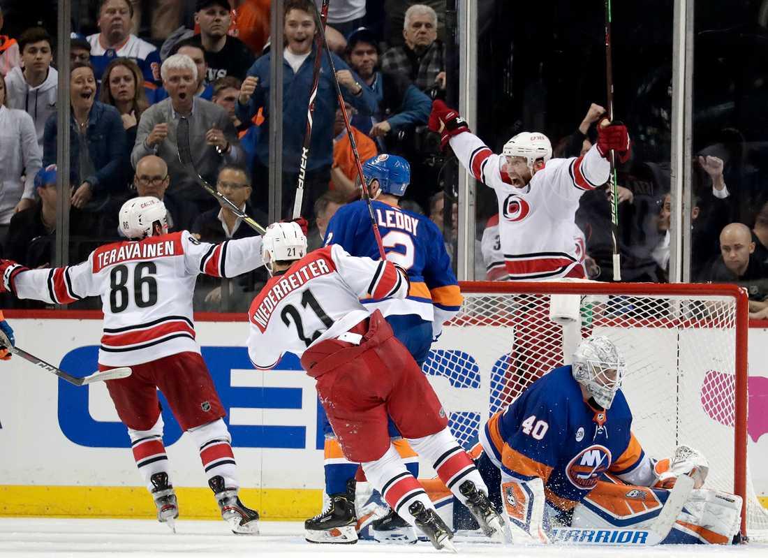 Carolina vann första mötet i kvartsfinalserien mot Islanders.