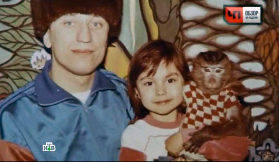 """""""Jag var en bra pappa och en bra make"""", säger seriemördaren. Här tillsammans med dotter Ekaterina – """"Katja""""."""