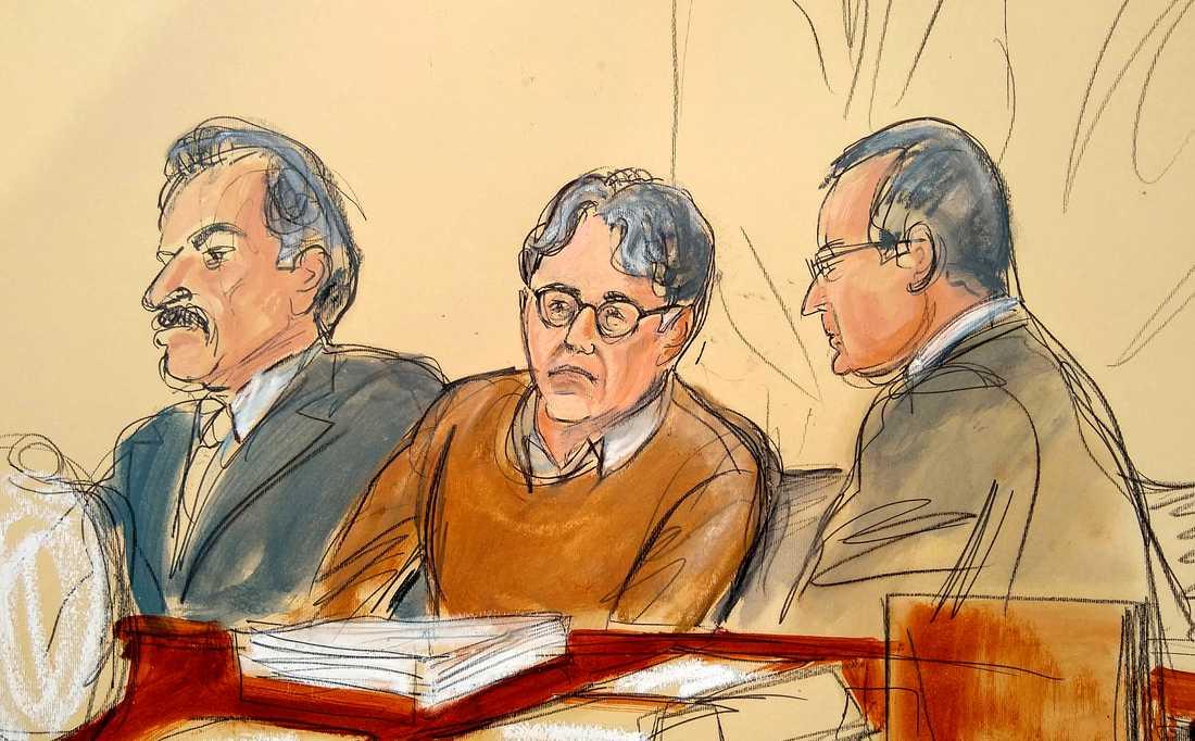 Keith Raniere som varit med och grundat Nxivm, en kontroversiell självhjälpsgrupp som i medier beskrivs som en sexsekt, i rätten i Brooklyn.
