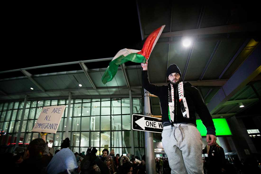 Protester vid JFK-flygplatsen.