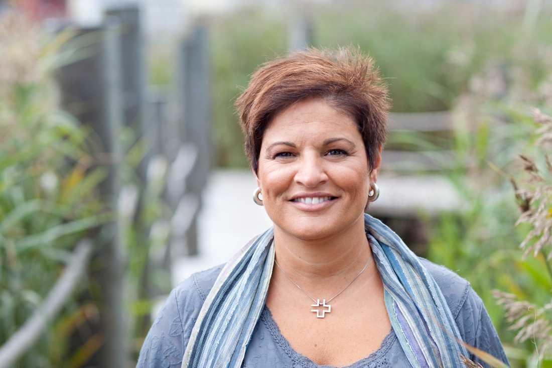 Vårdförbundets ordförande Sineva Ribeiro slår larm om att bristen på skyddsutrustning är akut.