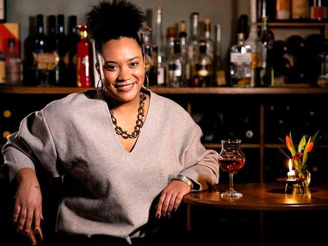 Sarah Lindstrand Mboge är sommelier och är aktuell i Aftonbladets nya vinskola.