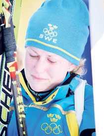 Hjärtskärande Helena Jonsson kunde int hålla tillbaka tårarna efter målgången. Hon bad journalisterna om att få vara i fred med gråten och skyndade från tävlingsområdet.