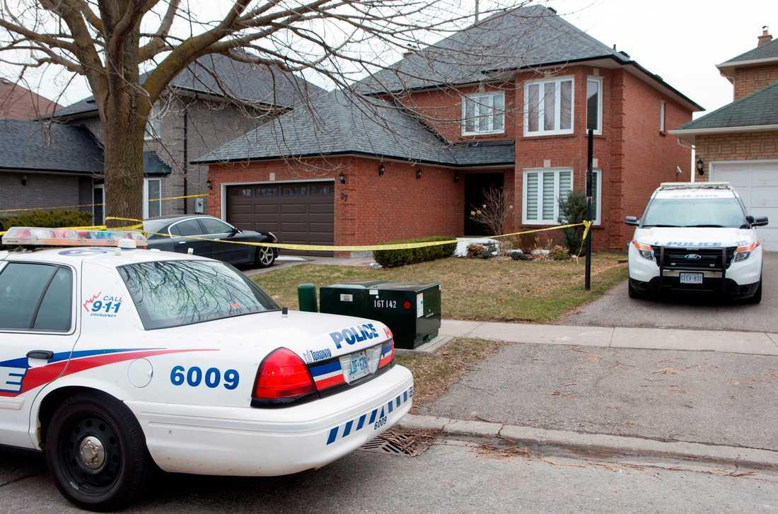 Polis utanför Alek Minassians hus.