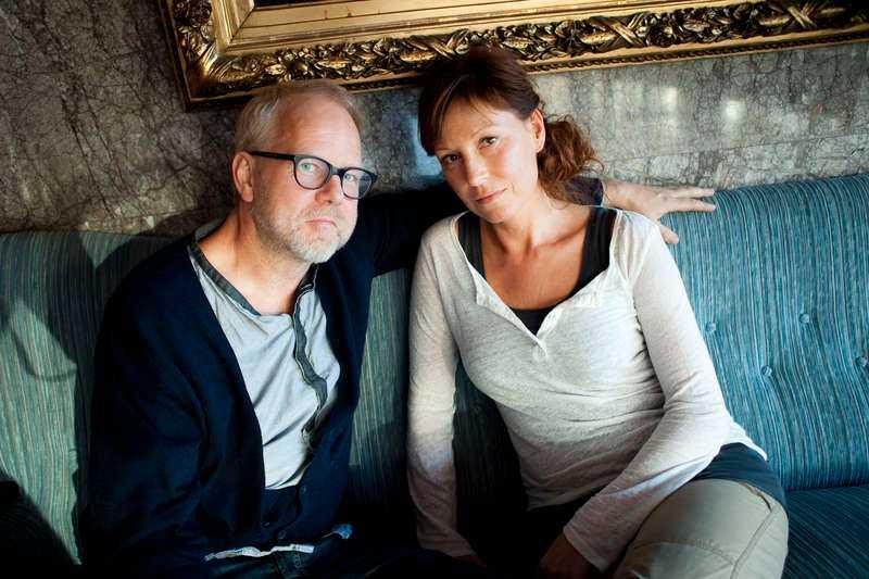 """""""HANDLAR OM FINGERTOPPSKÄNSLA"""" Peter Apelgren och Anna Mannheimer sommarpratar tillsammans den 28 juni. """"Vi ska försöka få andra att förstå att de är rätt normala trots att de tror att de är onormala"""", säger Peter Apelgren."""