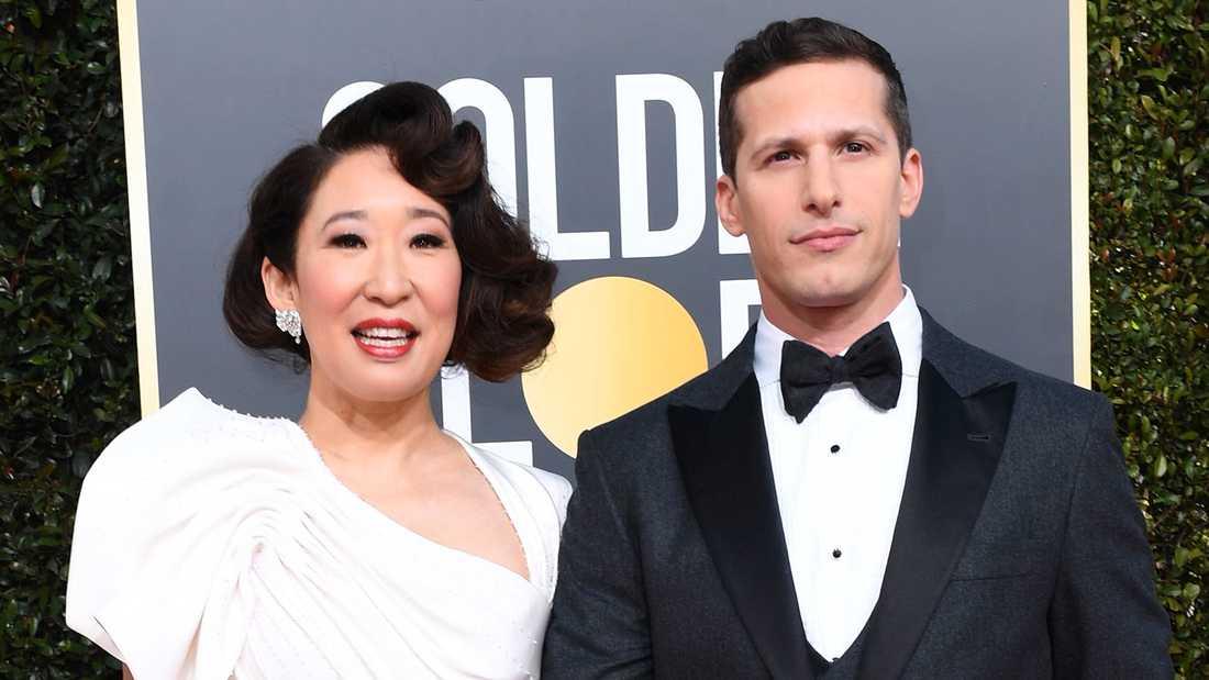 Värdarna Sandra Oh och Andy Samberg anländer till nattens gala.