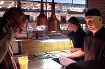 """""""Vi känner inte att vi luras"""" Kocken på restaurangen Globen Star i Stockholm erkänner att den serverade sjötungan inte var riktig sjötunga, och försvarar bluffen med: """"De flesta vet precis vad det är. Så vi känner inte att vi lurar gästerna""""."""