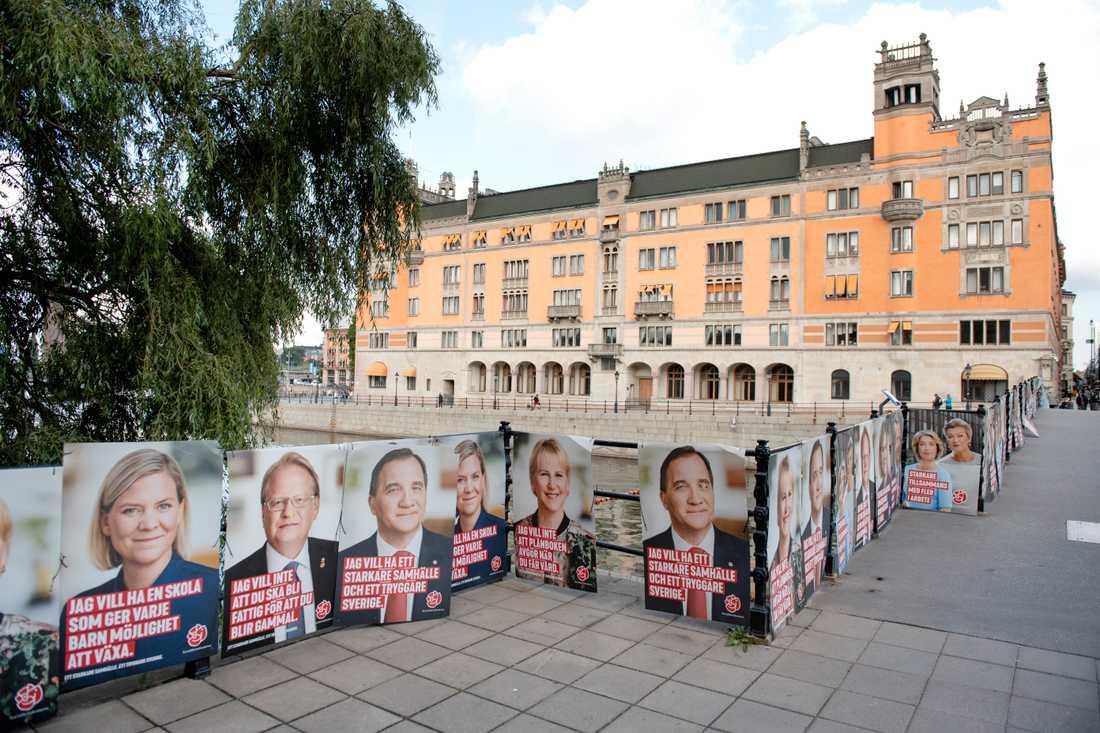 """Carl Bildt (M) tycker att det är """"mycket anmärkningsvärt"""" att 261 opolitiska tjänstemän på Regeringskansliet uttrycker oro inför den kommande regeringsbildningen. Han ser det som """"S-märkt"""" kampanj mot Alliansen. Arkivbild."""