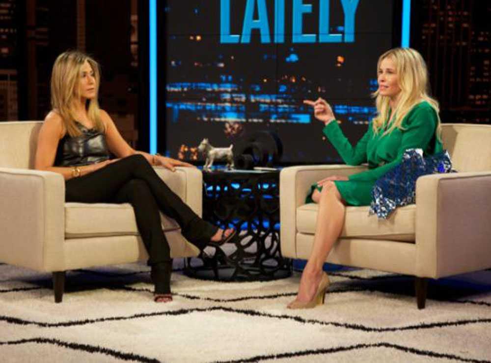 Jennifer Aniston började gråta av lycka när hon berättade om kärleken till fästmannen Justin Theroux i Chelsea Handlers talkshow.