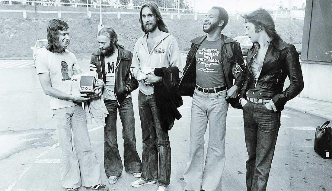 Genesis – Tony Banks, Phill Collins, Mike Rutherford, inhopparen Chester Thompson och Steve Hackett – 1977. Ett av de få proggrockband som Virtanen, trots allt, kommer att komma ihåg.