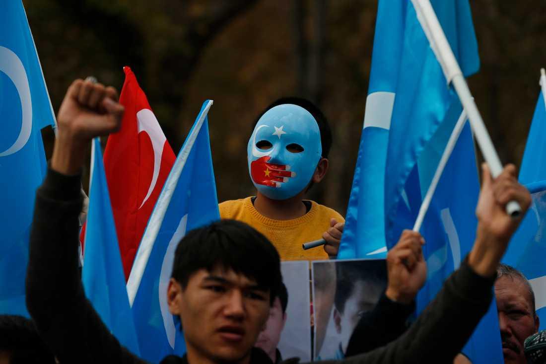 Uigurer under en protest i den turkiska storstaden Istanbul i fjol. Arkivbild.