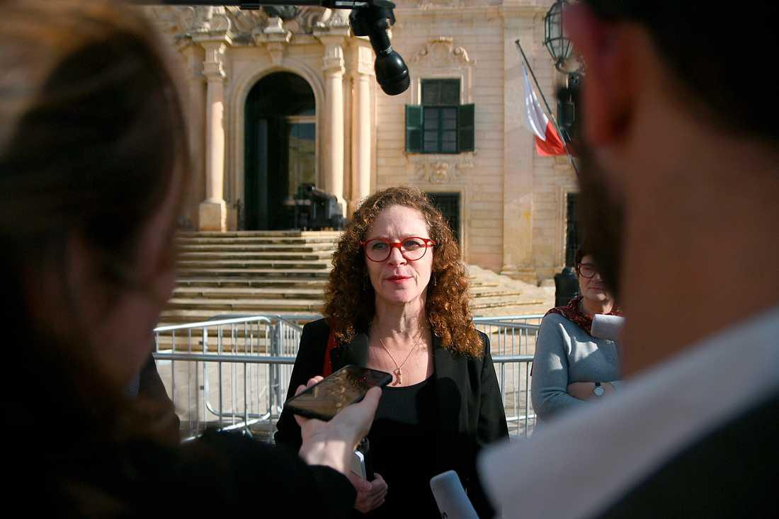 EU-parlamentarikern Sophie in't Veld talar med medier efter mötet med Joseph Muscat.