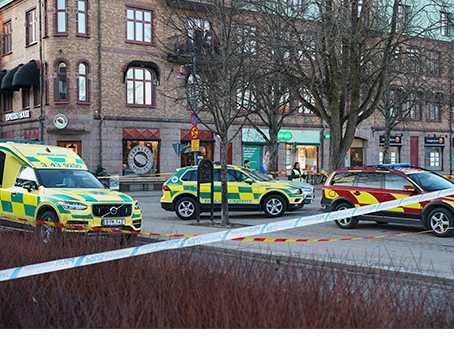 Sju personer har blivit knivskurna på öppen gata i Vetlanda. Än vet vi inte vilket motiv som kan finnas bakom dåden.