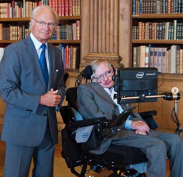Kung Carl Gustaf träffade Stephen Hawking i augusti 2015.