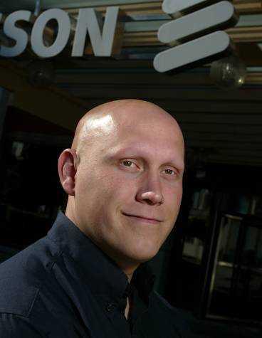 """DEN NYE RAMQVIST """"Pappa och jag har aldrig pratat om Ericsson. När han var ordförande visste jag mindre än mina kollegor om vad som var på gång"""", säger Martin Ramqvist, 33, kvalitetsutvecklare på Ericsson."""