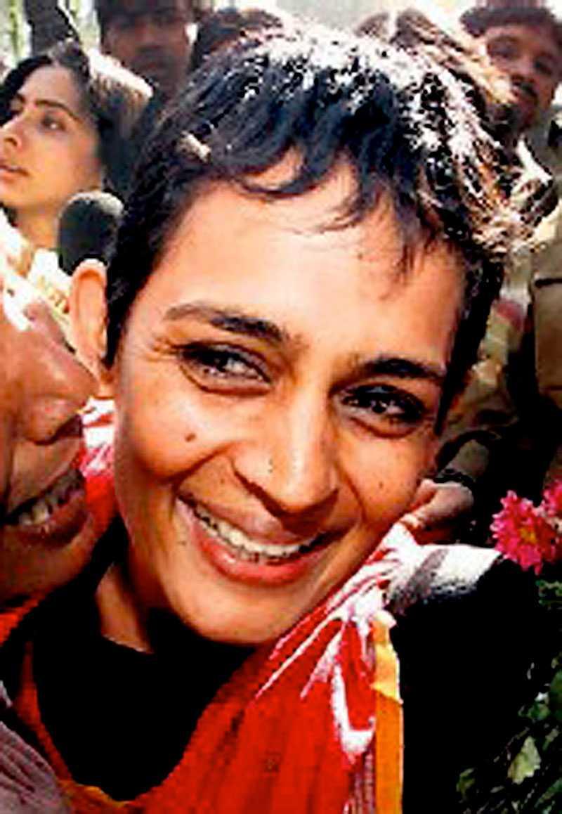 Arundathi Roy är fredsaktivist och Indiens mest hyllade författare.