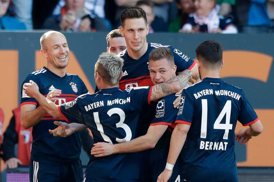 Jubel efter Arjen Robbens 3–1-mål mot Augsburg.