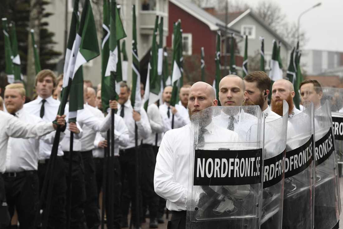 Nordiska motståndsrörelsen (NMR) demonstrerar i Ludvika på 1 maj.