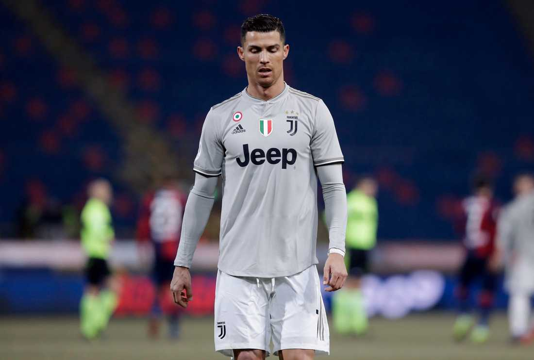 Cristiano Ronaldo får kritik för selfie i sitt privatplan.