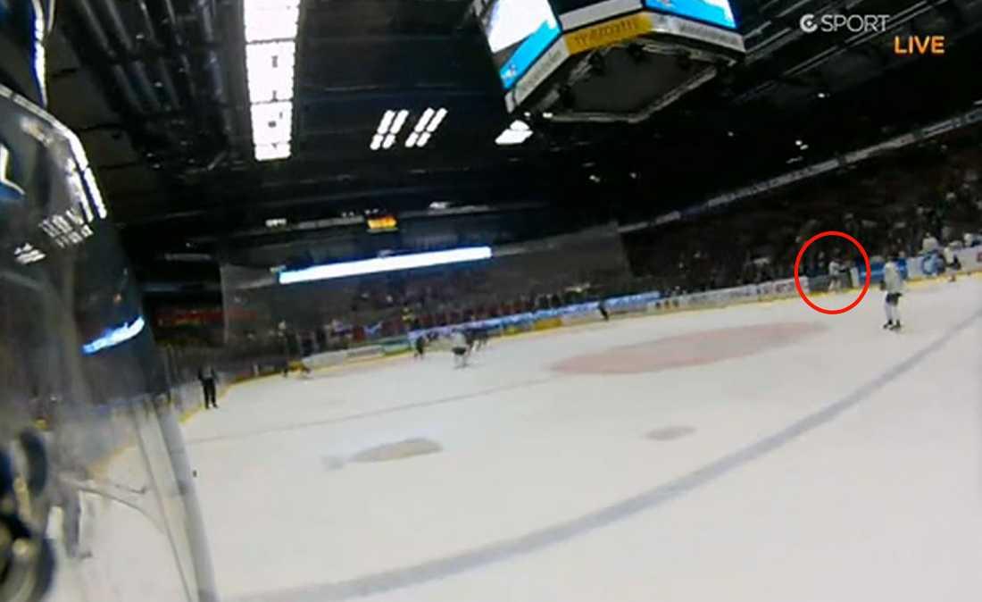 Händelsen där HV-forwarden Andreas Jämtin uppges ha spearat Linköpings Seabstain Karlsson, när denne satt i båset, blev uppmärksammad. Domarna valde att ge Jämtin den lindrigare varianten av matchstraff, game misconduct.