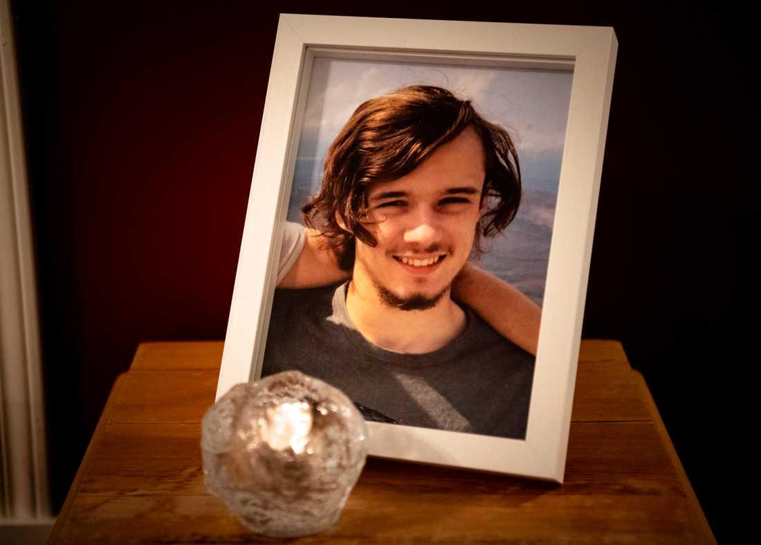 Manfred, 18, tog sitt liv.