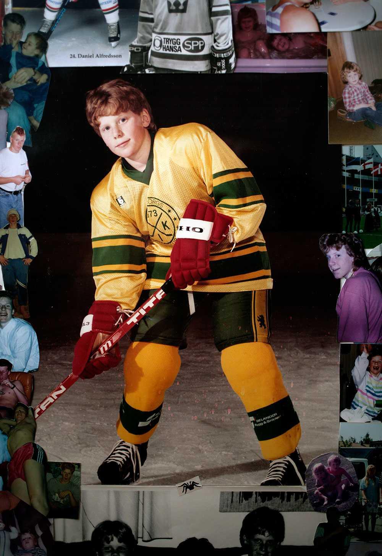 Daniel Alfredsson står uppställd för sin första idolbild.