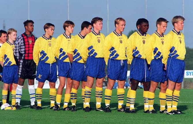 I juniorlandslaget var Fredrik stjärna. Här placerad näst längst fram.