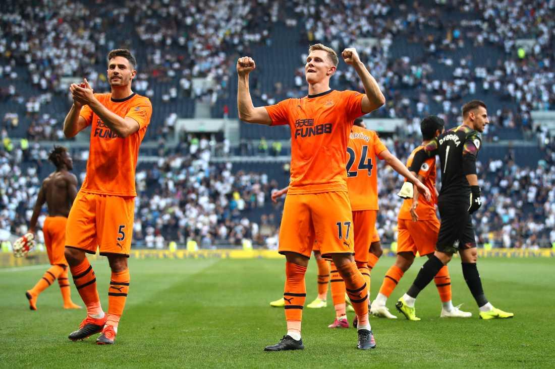 Emil Krafth jublar efter segern mot Newcastle