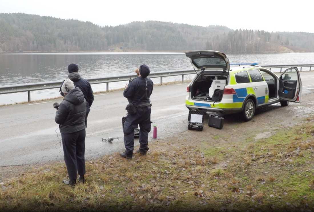 Polisen söker med drönare efter försvunna Wilma Andersson vid Kolbengtserödsjön norr om Ljungskile.