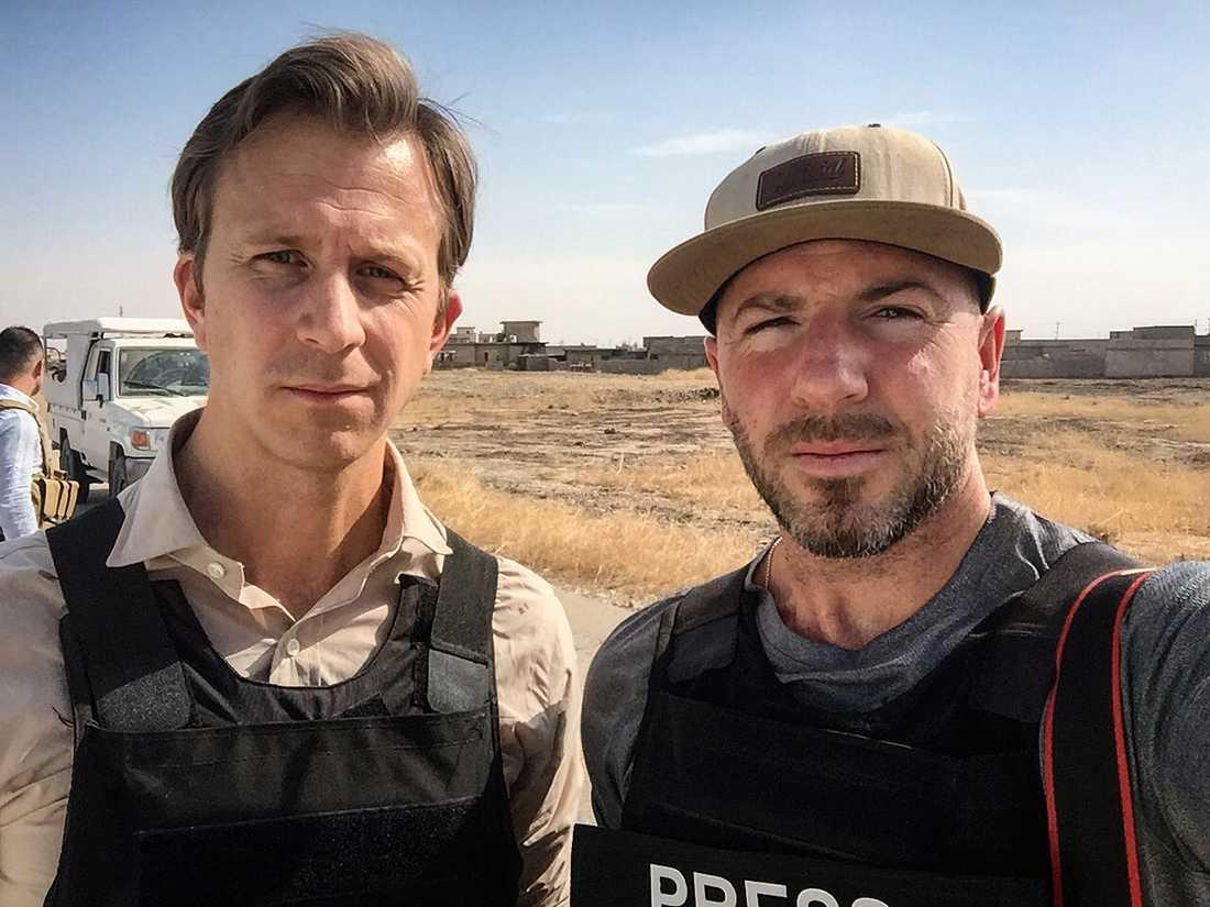 Aftonbladets reporter Erik Wiman och fotograf Magnus Wennman är på plats utanför Mosul, Irak.