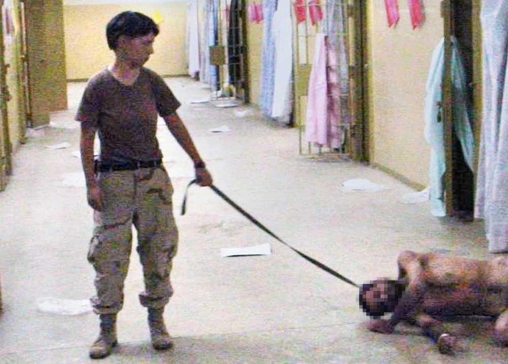 Irakiska fångar torterades och förnedrades av USA-militär i Abu Ghraib-fängelset i Irak. Foto: Washington Post