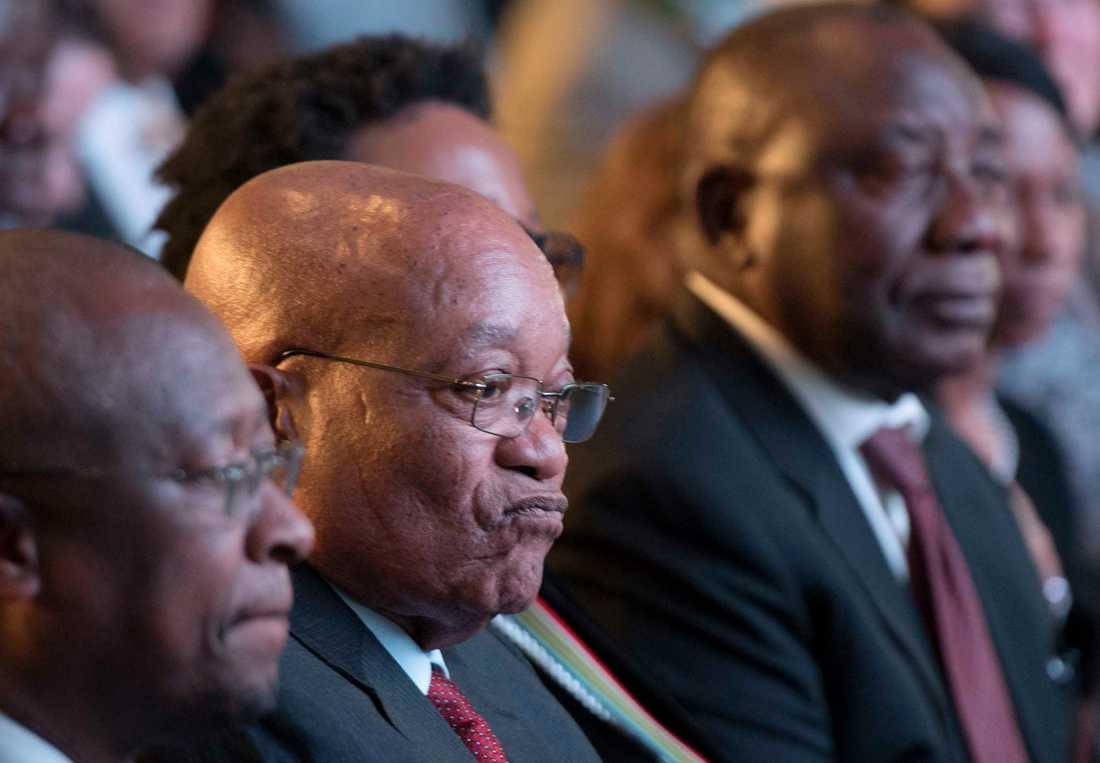 Jacob Zuma, mitten, tillsammans med Cyril Ramaphosa, till höger.