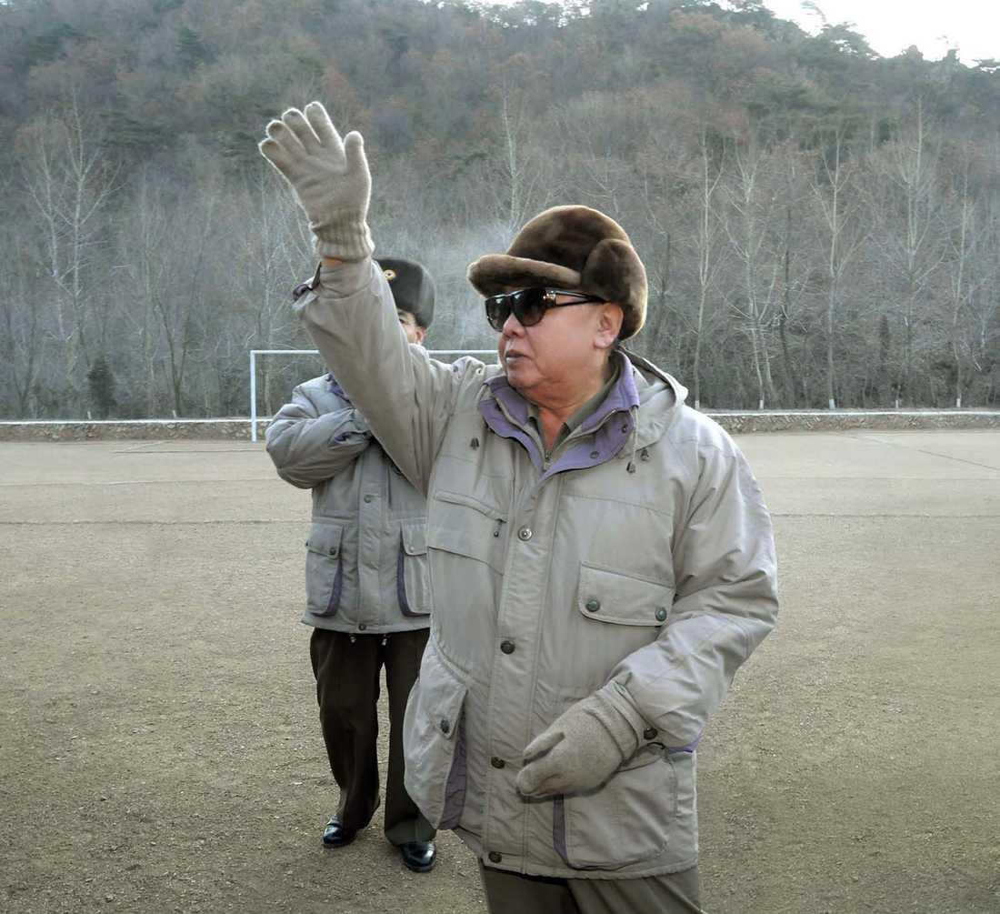 Kim Jong Il besöker militären i norra delarna av landet.