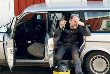 Bosse vet hur man får bilen att sluta stinka.