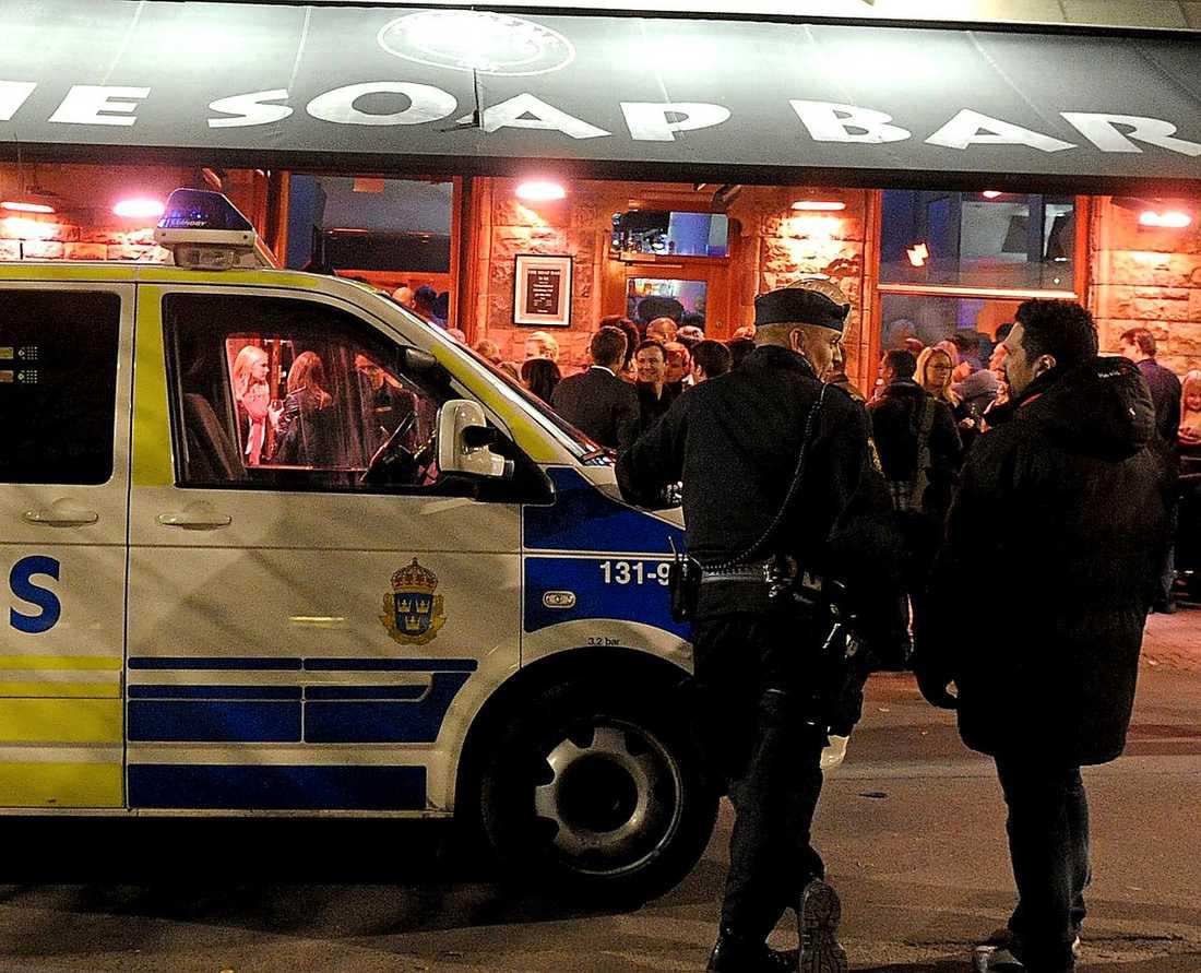"""Här på The Soap bar i centrala Stockholm fattade civilspanare misstankar mot """"Big brother""""-deltagaren, som bara hunnit vara på krogen i en kvart."""